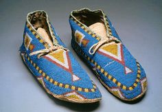 likely the gros ventre tribe fully beaded with designs in triangles Native Beadwork, Native American Beadwork, Native American Tribes, Native American History, Native Americans, Native American Photos, Native American Design, Native American Fashion, American Clothing
