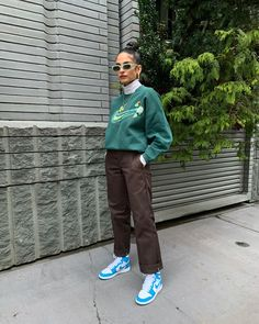 Cozy vintage vibes on Cute Casual Outfits, Winter Outfits, Skater Girl Outfits, Look Girl, Mode Inspiration, Fashion Killa, Aesthetic Clothes, Streetwear Fashion, Street Wear