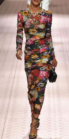 The flash sale fashion round collar floral printed trim hip bodycon dress with long sleeve is so elegant . Fashion Week, Look Fashion, Womens Fashion, Fashion Trends, Fashion Beauty, Casual Dresses, Fashion Dresses, Dresses Dresses, Fitted Dresses