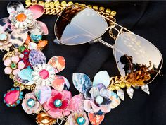 Ray-Ban aviators and a floral statement necklace have us in a sunnier state of mind. #ShadesOfYou