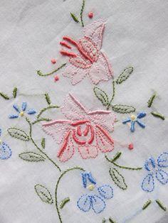 lote de 4 pañuelos vintage bordados por patronescostura en Etsy, $6,00