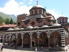 ユーラシア旅行社のルーマニア・ブルガリアのツアーで訪れるブルガリアのリラの僧院