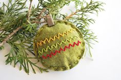 Stuffed Zig Zag Ornament from Wild Olive! So easy and cute!  Use rick rack for zig zag.