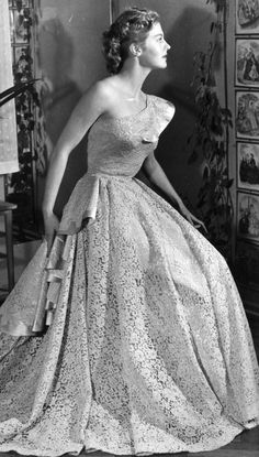 Armi Kuusela Miss Universum Finland 1950s Fashion, Vintage Fashion, Miss Univers, Old Hollywood Glamour, Vintage Glamour, Beauty Pageant, Universal Studios, Here Comes The Bride, Formal Dresses
