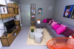 Decora Rosenbaum Temporada 3 - Sala de Estar. Decoração fundo cinza e pontos de cor. Foto: Felipe Felco Valle