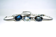 Pulsera rígida Sapphire, Rings, Jewelry, Crystals, Bangle Bracelets, Jewlery, Jewerly, Ring, Schmuck