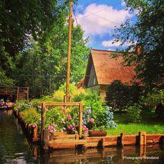 Spreewalddorf Lehde mit Fischkasten an einem Wassergrundstück