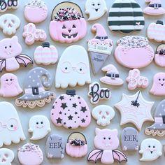 Halloween Cookies Decorated, Halloween Sugar Cookies, Halloween Cupcakes, Halloween Treats, Fall Cookies, Iced Cookies, Cute Cookies, Cookies Et Biscuits, Bolo Halloween