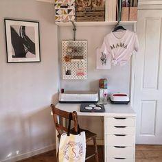 Small Room Bedroom, Room Decor Bedroom, Teen Bedroom, Bedroom Inspo, Bedroom Furniture, Bedroom Ideas, Bedrooms, Dressing Table Desk, Diy Home Decor Projects
