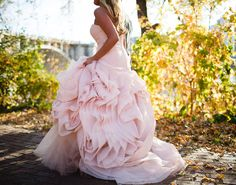 Spring Wedding Ideas - Love Is In the Air Wedding Goals, Wedding Pics, Wedding Styles, Our Wedding, Dream Wedding, Wedding Things, Wedding Planning, Jade Bridesmaid Dresses, Blush Dresses