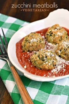 You'll love these meatless Zucchini Meatballs for a healthy, fresh vegetarian dinner! Serve them up with your favorite pasta sauce and noodles for a dinner your friends and family will love! Gourmet Recipes, Vegetarian Recipes, Cooking Recipes, Healthy Recipes, Vegetarian Sandwiches, Vegetarian Diets, Going Vegetarian, Vegetarian Breakfast, Vegetarian Cooking