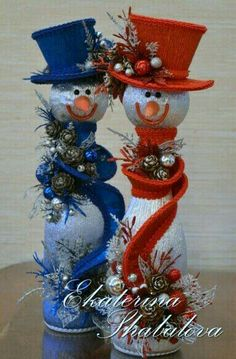 12 Easy ideas for making Christmas decorations with snowmen ~ little thingsconmesh Christmas Wine, Christmas Snowman, Christmas Holidays, Christmas Wreaths, Christmas Ornaments, Snowman Crafts, Christmas Projects, Holiday Crafts, Christmas Ideas