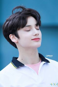 He looks like a freaking angel! Kai, Jooheon, K Pop, Korean American, Kpop Groups, South Korean Boy Band, Foto E Video, My Idol, Memes