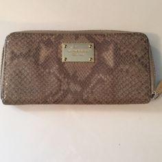 Reduced ⚡️Michael Kors wallet Lightly used authentic Michael Kors wallet Michael Kors Bags Wallets