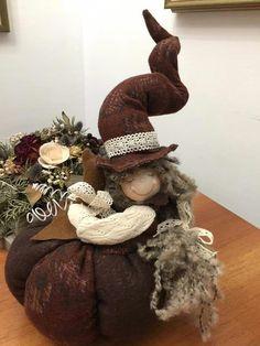 Halloween Doll, Fall Halloween, Halloween Crafts, Velvet Pumpkins, Fabric Pumpkins, Christmas Ornament Crafts, Christmas Diy, Thanksgiving Decorations, Halloween Decorations