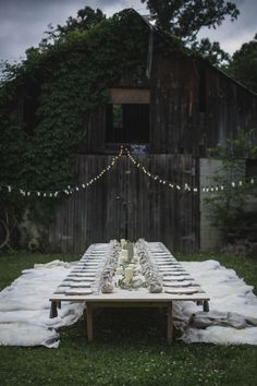 Imagining my friends at this Kinfolk l'esprit de la mer dinner, Nashville. Love the low table, ground cover. Sort of an elevated picnic. via the lane