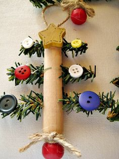Clothespin Christmas Tree Ornament ...using old-style clothespins...Pretty!