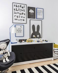 Love the pops of royal blue and yellow in this black and white kid's room!