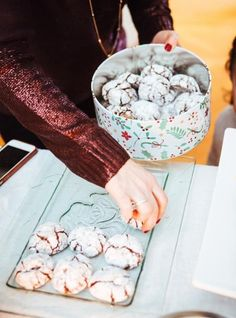Biscuit Amaretti, Amaretti Cookies, Egg White Cookies, Almond Cookies, Italian Eggs, Cookie Recipes, Dessert Recipes, Apricot Kernels, Cookie Jars