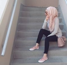 How to wear stripes with hijab – Just Trendy Girls Modern Hijab Fashion, Hijab Fashion Inspiration, Islamic Fashion, Muslim Fashion, Modest Fashion, Girl Fashion, Fashion Outfits, Style Fashion, Hijab A Enfiler