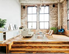 brick / reclaimed wood / high ceilings // yes