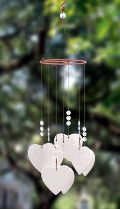 40 DIY wind chime ideas for this summer - bored artDIY Wind Chime Ideas For This Summer to make a baritone wind chimeBaritone wind chimes give the sounds of your garden a nice deep Valentines Bricolage, Valentine Day Crafts, Valentine's Day Crafts For Kids, Diy And Crafts, Children Crafts, Diy Clay, Clay Crafts, Carillons Diy, Make Wind Chimes