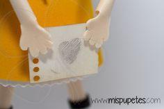 Detalle fofucha Gorjuss en www.mispupetes.com (regalos originales y personalizados hechos a mano)