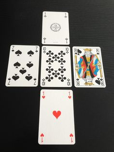 Le jeu de 32 cartes, reste certainement le support de voyance le plus utilisé depuis la nuit des temps. En effet, on a tous un jeu de cartes qui traînent chez soi ou, on a tous vu un jour, une grand-mère une tante ou une voisine utiliser ce jeu de cartes pour prédire l'avenir. Ce … French Bulldog Puppies, Calligraphy Art, I Am Game, Paranormal, Wicca, Support, Horoscope, Mystic, Meditation
