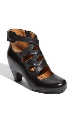 Words cannot express how much I WANT some of these Miz Mooz shoes!!!