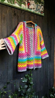 Crochet Coat, Crochet Cardigan Pattern, Granny Square Crochet Pattern, Crochet Jacket, Crochet Blouse, Crochet Baby Hats, Crochet Clothes, Crochet Stitches, Crochet Designs