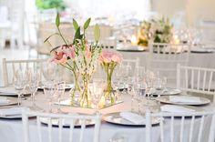 Mostro agora arranjos econômicos de mesa para casamento, batizado ou outro tipo de festa, a maioria feitos com vidros, garrafas, latas e out...