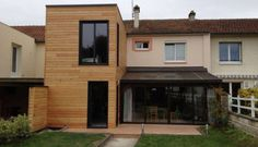 Extension en bois Architecture Extension, Architecture Design, Tiny Container House, Garage Extension, Extension Designs, Bungalow Renovation, House Extensions, Flat Roof, Wooden House