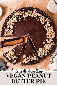 This creamy and fluffy vegan peanut butter pie is the ultimate vegan dessert. With a chocolate oat cookie crust, creamy and sweet peanut butter filling and dairy free chocolate ganache, this peanut buter pie tastes like a giant Reese's peanut butter cup! Vegan Gluten Free Desserts, Gluten Free Cakes, Vegan Dessert Recipes, Vegan Treats, Healthy Desserts, Cookie Recipes, Gluten Free Chocolate Chip Cookies, Dairy Free Chocolate, Vegan Birthday Cake