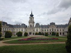 Talán nehéz elhinni, de Magyarországon több száz kastély található. Sajnos nincs mindegyik látogatható állapotban, egy részük lebontott, lepusztult...