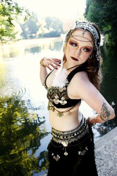 Caviar bra & belt by the Verdant Muse Headdress and photo by Vauntville