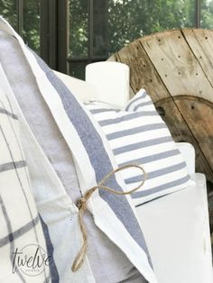 The ultimate guide to farmhouse pillows. Make these IKEA tea towel farmhouse pillows 4 different ways! The best collection I have seen! Diy Throw Pillows, Sewing Pillows, How To Make Pillows, Ikea Towels, Wooden Decor, Homemade Crafts, Diy Projects To Try, Pillow Covers, Cushion Covers