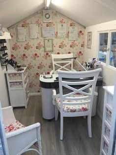 Salon Decorating Ideas. Salon Decorating Ideas 2021. Beauty Salon Decorating Ideas Photos Nail Technician Room, Decor, Small Spaces, Small Space Interior Design, Small Decor, Beauty Room, Salon Decor, Home Nail Salon, Easy Room Decor