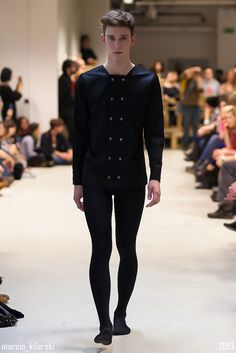 Pantyhose Outfits, Tights Outfit, High Fashion, Fashion Show, Fashion Design, Unisex Fashion, Mens Fashion, Man Coat, Unisex Clothes