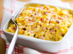 Gratin of pasta with ham Cyril Lignac - meal Ham Pasta, Pasta Sauce, Pasta Carbonara, Chefs, Lunch Recipes, Cooking Recipes, Dinner Recipes, Cheat Meal, One Pot Meals
