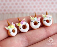 Miniature Unicorn donuts pieces) for dolls and doll houses. Cute Polymer Clay, Polymer Clay Dolls, Polymer Clay Charms, Diy Clay, Handmade Polymer Clay, Clay Crafts, Animal Crafts For Kids, Crafts For Kids To Make, Beignets