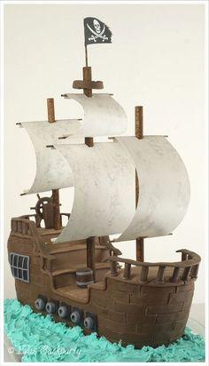 Piratenschiff als Fondanttorte