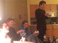 Thomas Sangster, Ki Hong Lee, Dylan O'Brien, Jacob Lofland plays a Mario cart ; Maze Runner Trilogy, Maze Runner Cast, Maze Runner The Scorch, Maze Runner Thomas, Maze Runner Series, Maze Runner Funny, Maze Runner Movie, Dylan O'brien, Dylan Thomas