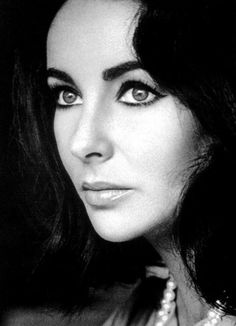 LIz Taylor & those perfect brows.