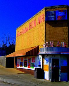 Fast Eddie's Bon Air, located in Alton IL