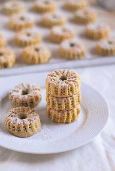 Ma'moul Bil Tamer (Semolina Date Cookies)