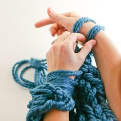 Learn Arm Knitting with a gorgeous step-by-step PHOTO tutorial. No more confusing videos! Includes cowl pattern.