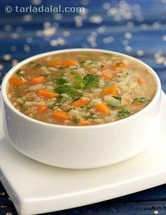 Want to have a quick and light meal? this soup can do the trick! Minty Vegetable and Oats Soup is a fibre-rich soup that is very filling w. Veg Soup, Vegetable Soup Recipes, Healthy Soup Recipes, Vegetarian Recipes, Vegetable Stock, Diet Recipes, Oat Soup Recipe, Recipe 4, Oats Recipes