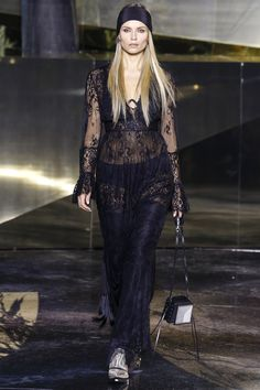 Natasha Poly for H&M fall/winter 2016 collection – Paris fashion week. Fashion Week Paris, Fall Fashion 2016, High Fashion, Fashion Show, Autumn Fashion, Fashion Black, Women's Fashion, Natasha Poly, Couture Fashion