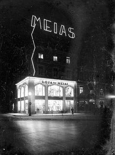 Lisboa de Antigamente Medan, Vintage Advertisements, Vintage Ads, Antique Photos, Capital City, Vintage Photography, Historical Photos, Travel Posters, Portuguese