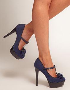Zapatos estilo merceditas con plataforma y lazo en la parte delantera en azul marino Tar de New Look